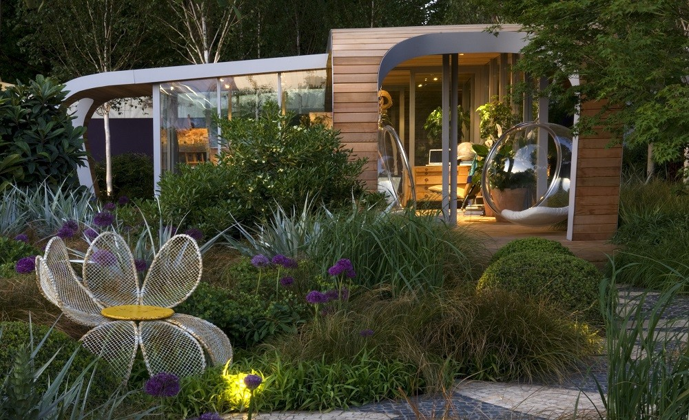 Modern curved garden room