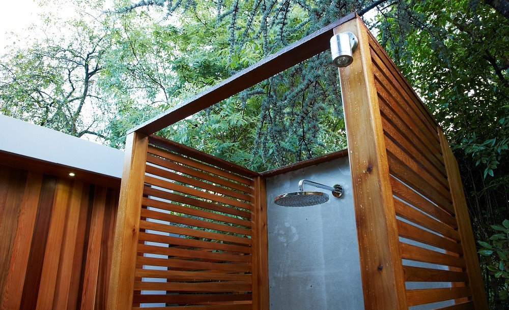 Outdoor shower detail by Rooms Outdoor