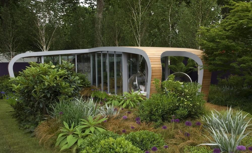 Futuristic curved garden room in a lndscaped London garden