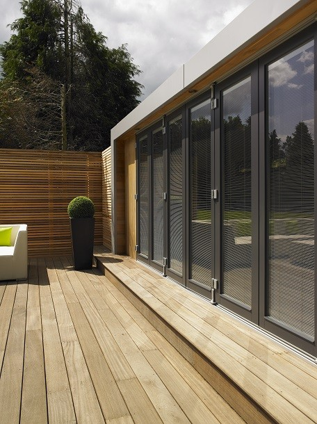 Cuberno garden room with deck in Hertfordshire