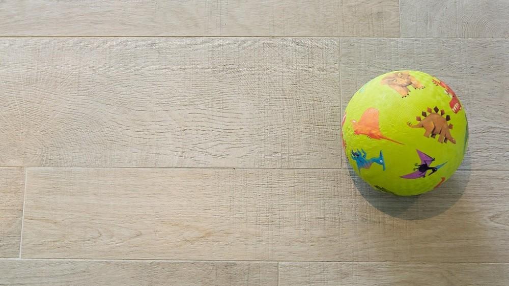 Tile flooring for a garden studio by Rooms Outdoor