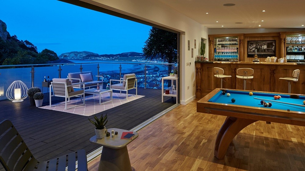 Garden game room with bar and outdoor social area