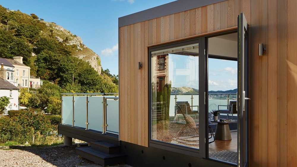 Holiday home cladded in Western Red Cedar by Rooms Outdoor in Wales