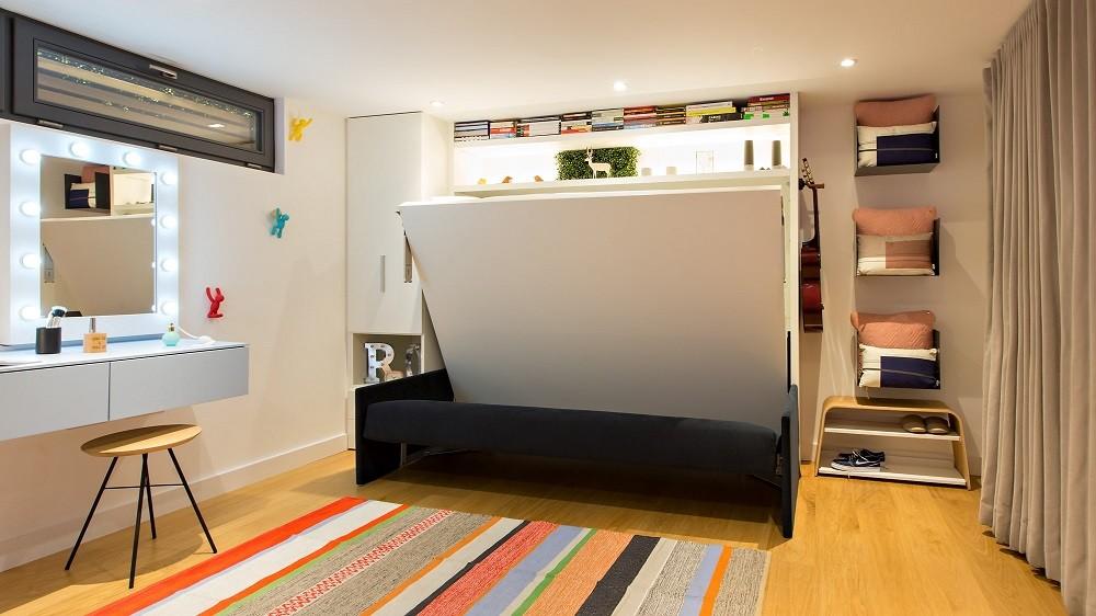 Teenage garden studio with pulldown bed