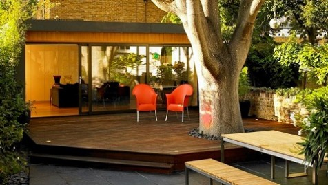 Replacing a derelict garage, this bespoke outdoor room in Brixton, London has created a stylish garden office