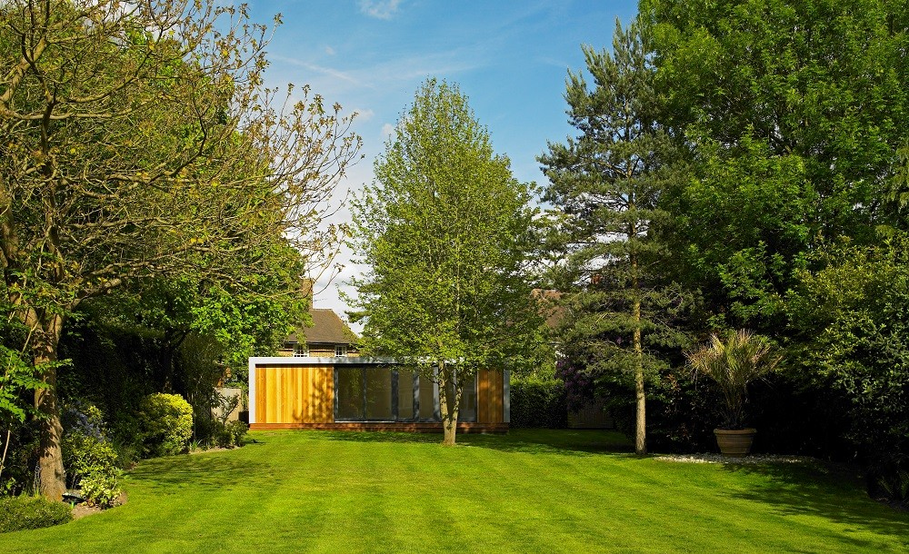 Cuberno garden room by Rooms Outdoor in a landscaped garden in Cobham