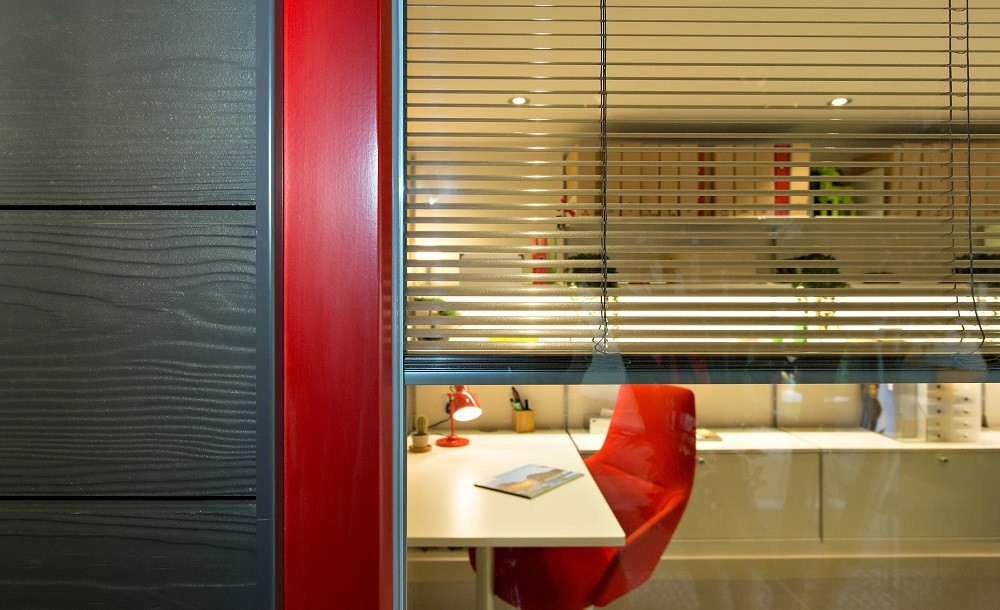 Urbano garden studio red window and integral blind