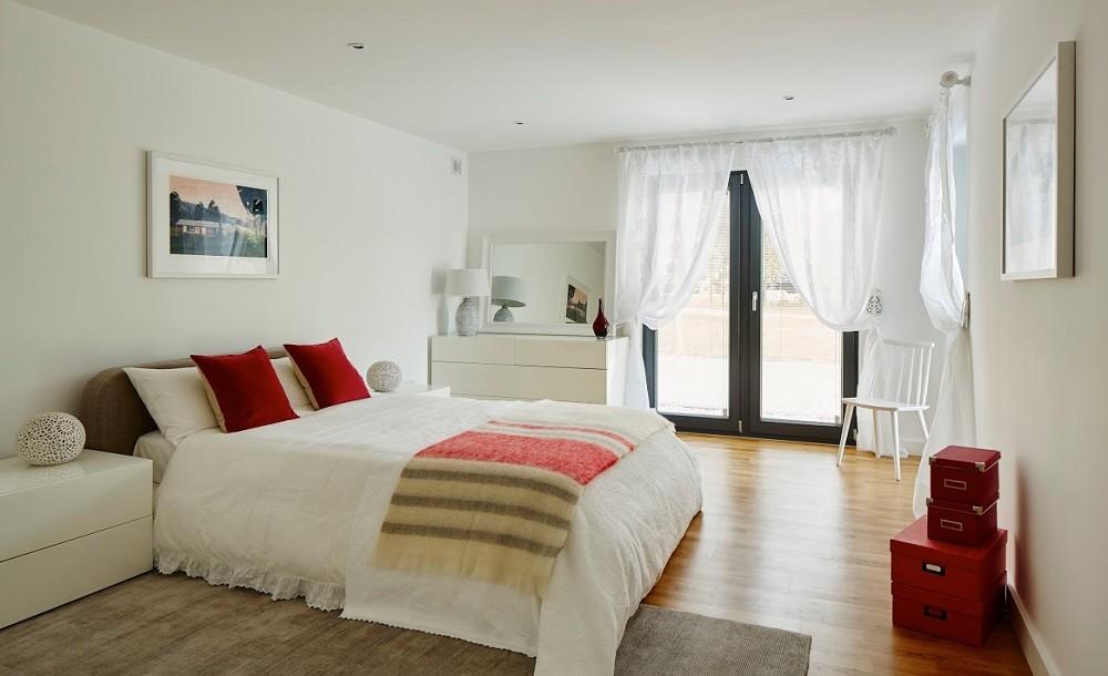 Spacious guest garden bedroom