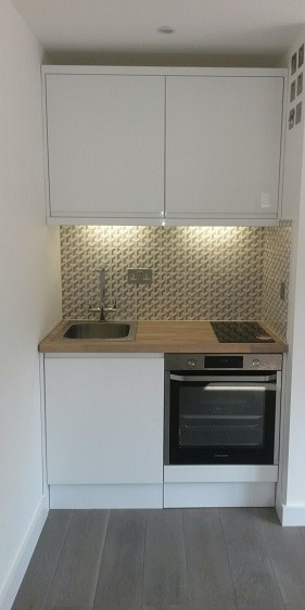 Garden room kitchenette with oven