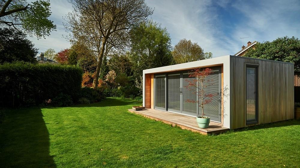 Office garden pod with Westrn Red Cedar cladding and yellow balau deck