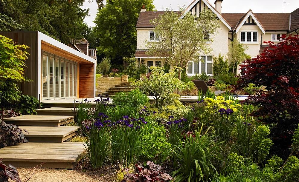 Cuberno garden room in an Oxfordshire landscaped garden
