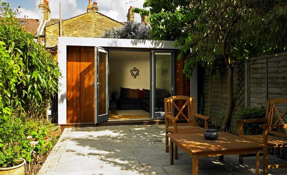 Cuberno garden studio in an urban garden