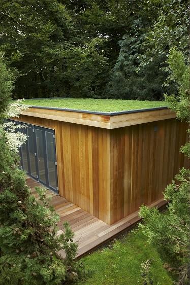 Bespoke garden room in Seer Green by Rooms Outdoor with sedum roof