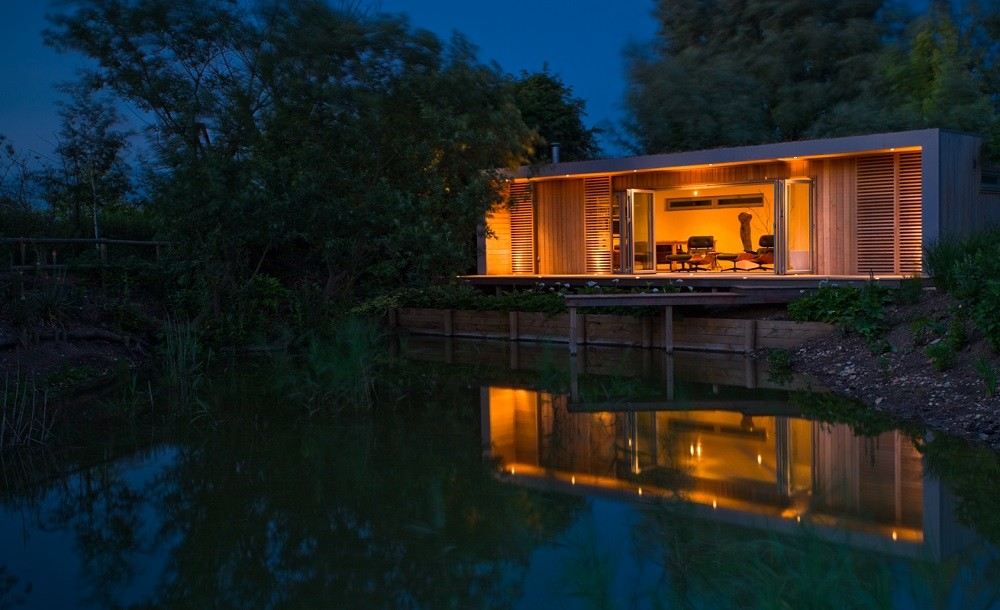 Norfolk holiday home with views over the lake